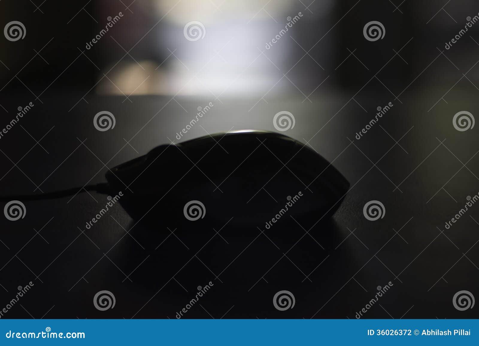 Ratón del ordenador en sombra