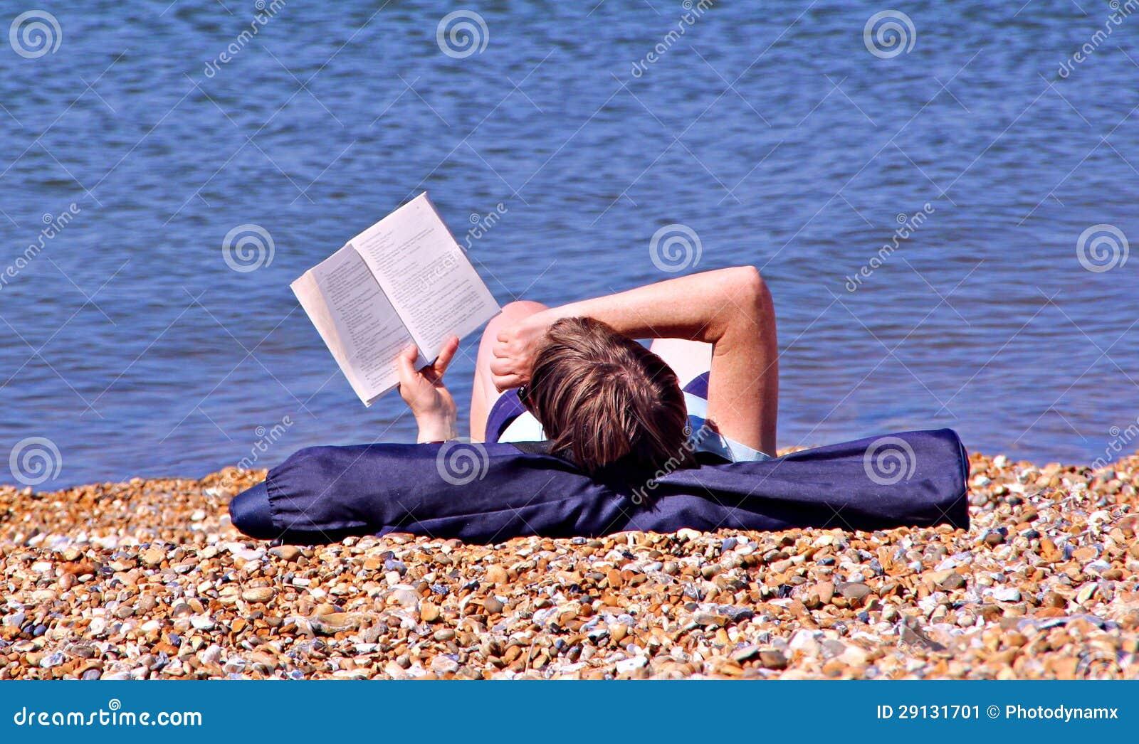 Rat de bibliothèque sur la plage