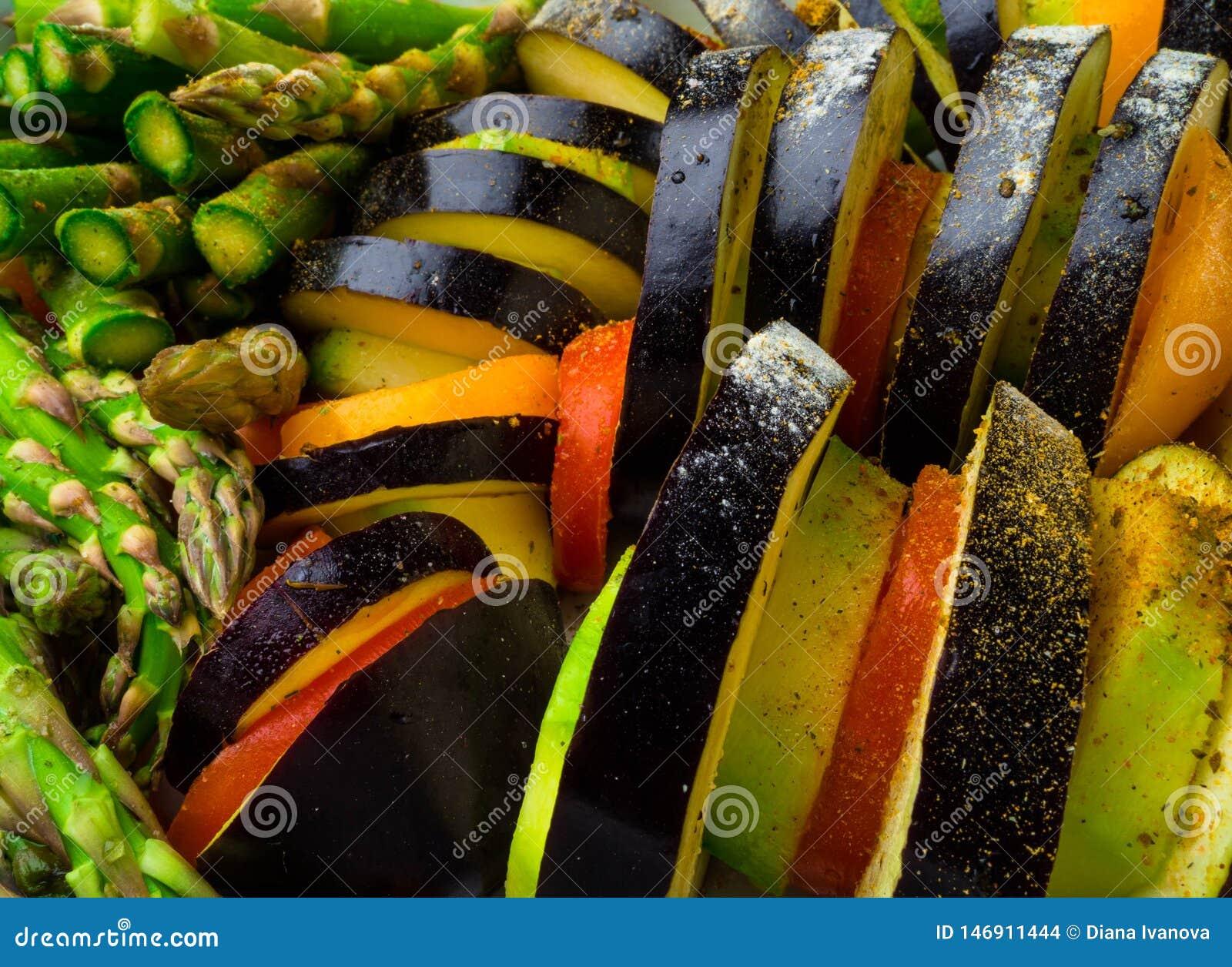 Ratatouille - de traditionele Franse plantaardige die schotel van Provencal in oven wordt gekookt Voedsel van de dieet het vegeta