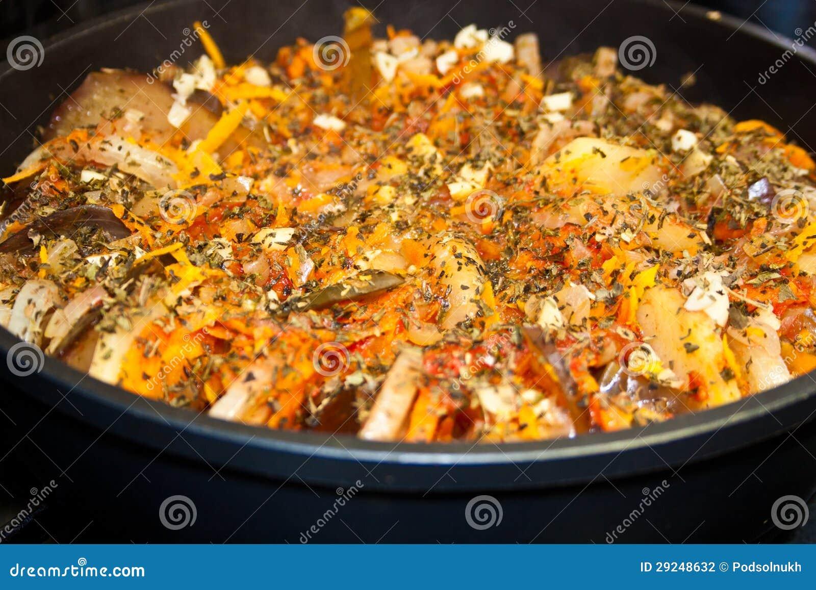 Download Ratatouille, Vegetal Quente Foto de Stock - Imagem de italiano, eggplant: 29248632