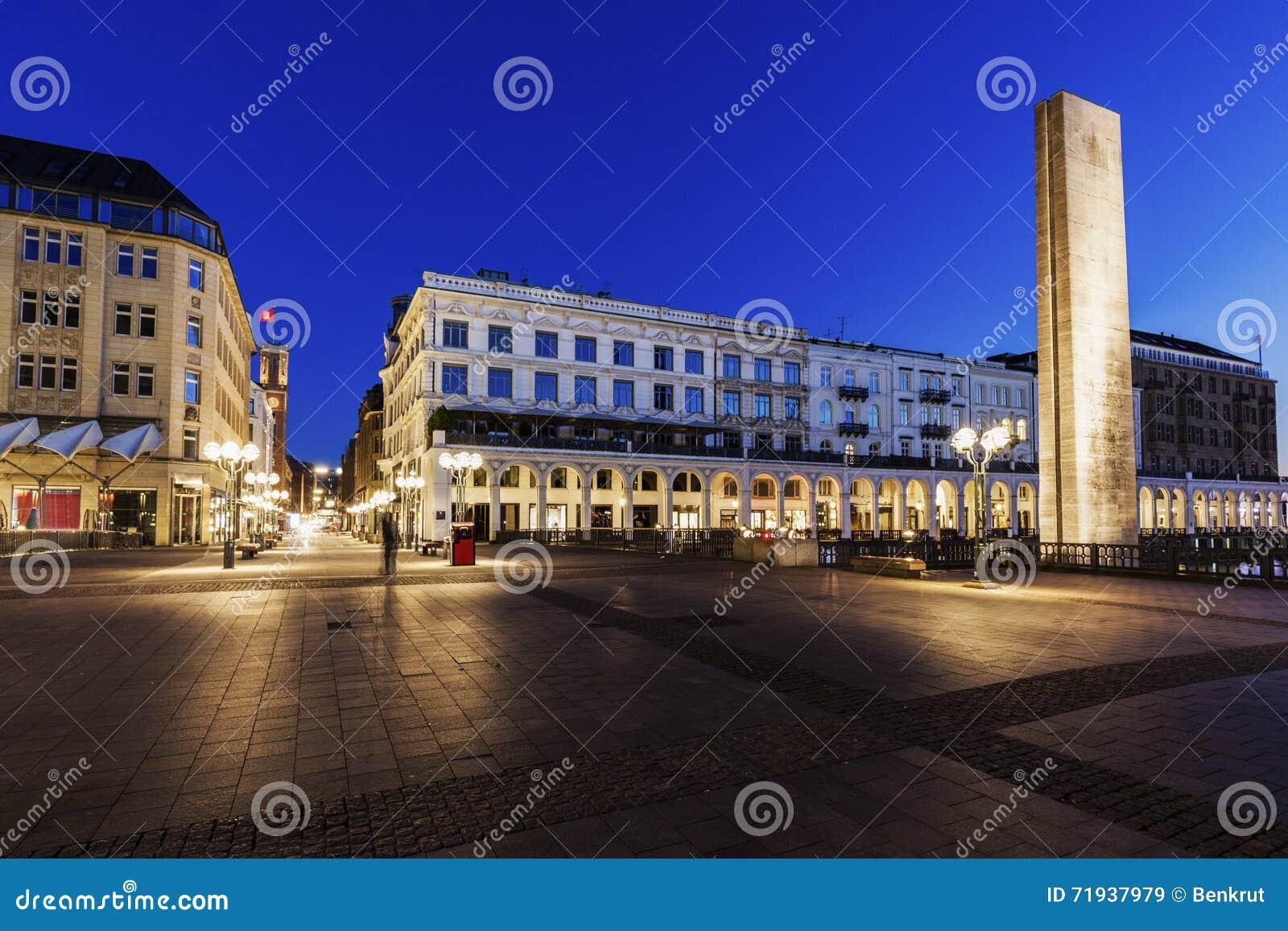 Rathausmarkt в Гамбурге
