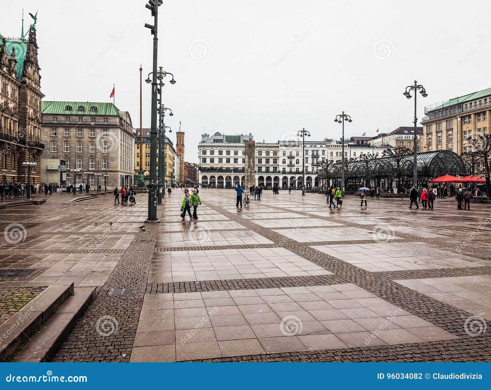 Rathausmarkt kwadrat w Hamburskim hdr