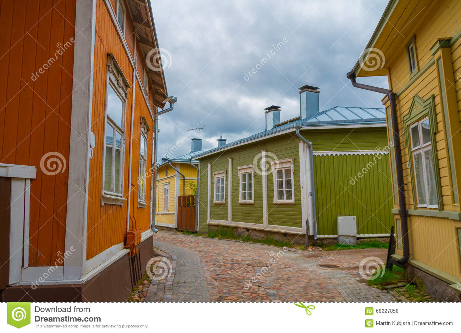 Rauma, Finlandia - Casas De Madera Viejas Foto de archivo ... - photo#46