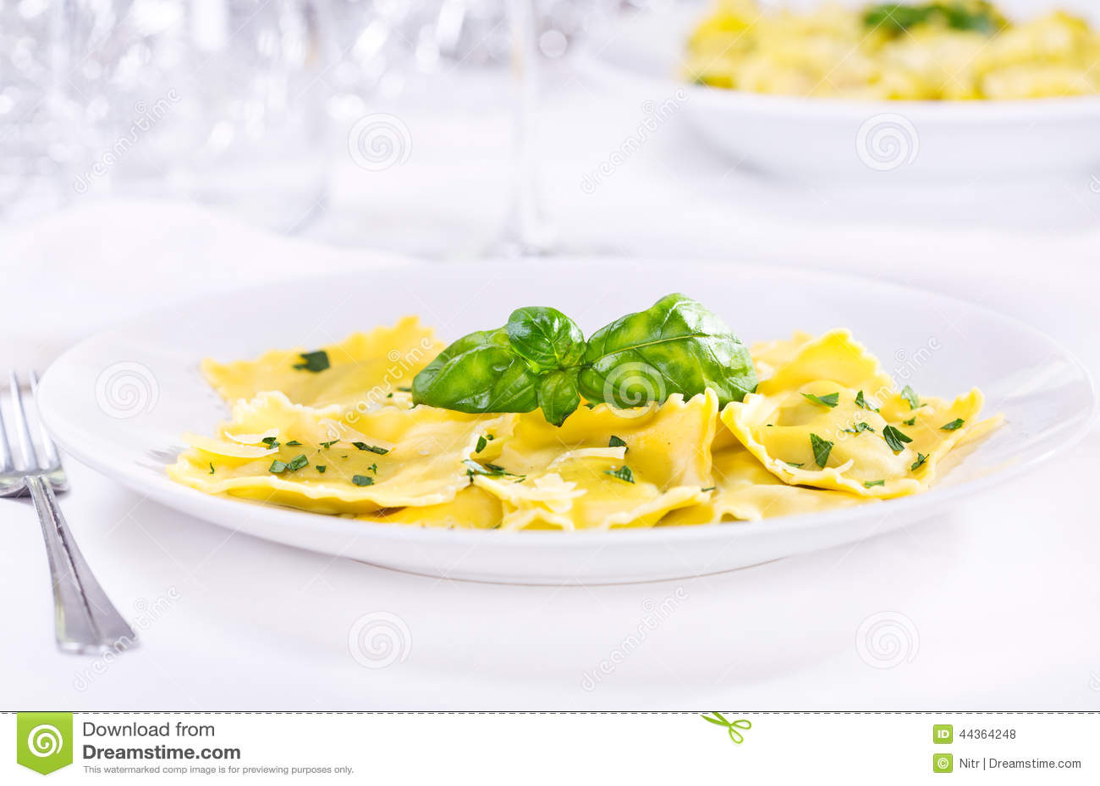 Ravioli con basilico