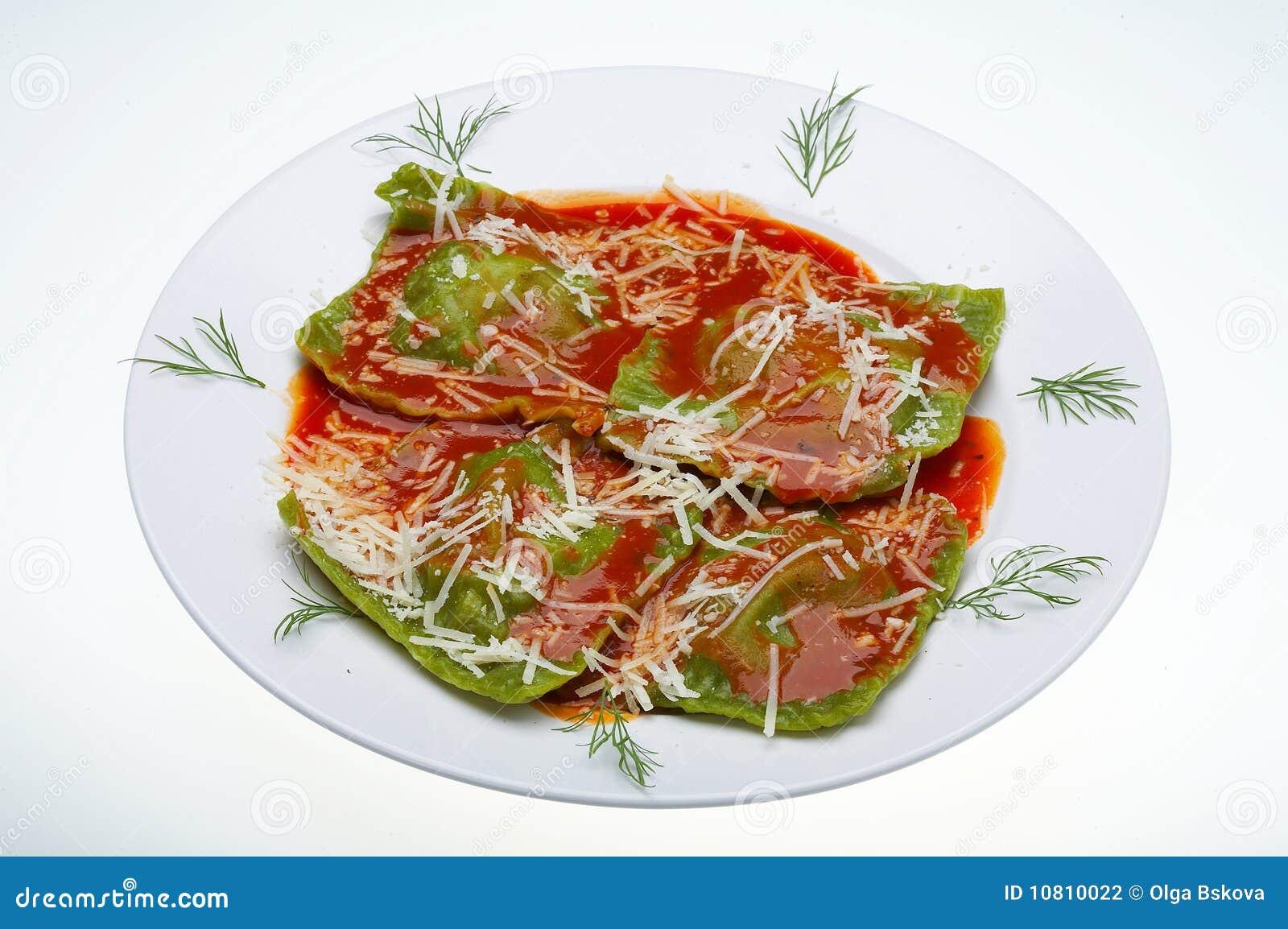 Raviolis italianos del alimento