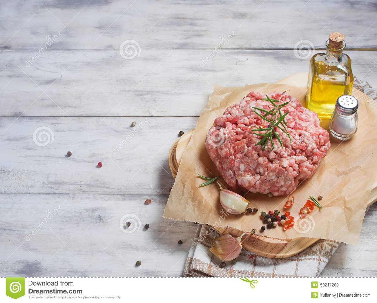 Raw minced meat with pepper, garlic, olive oil and salt