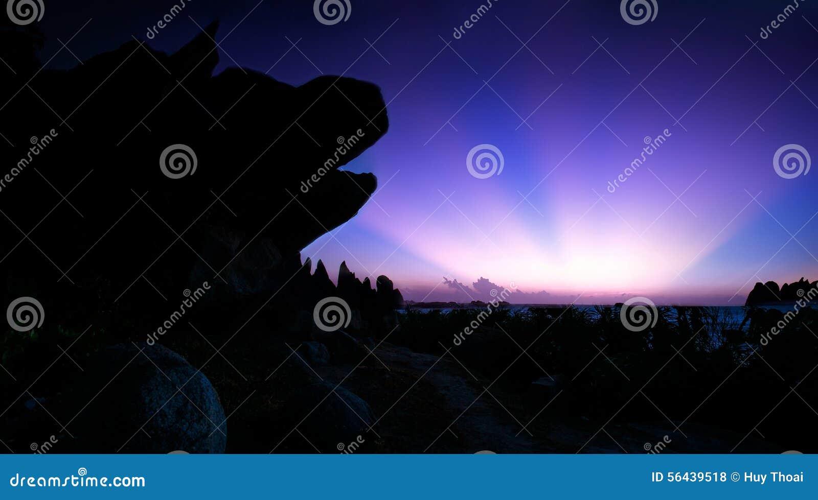 Ray-zonsopgangkant van de hoofdrots van de hond