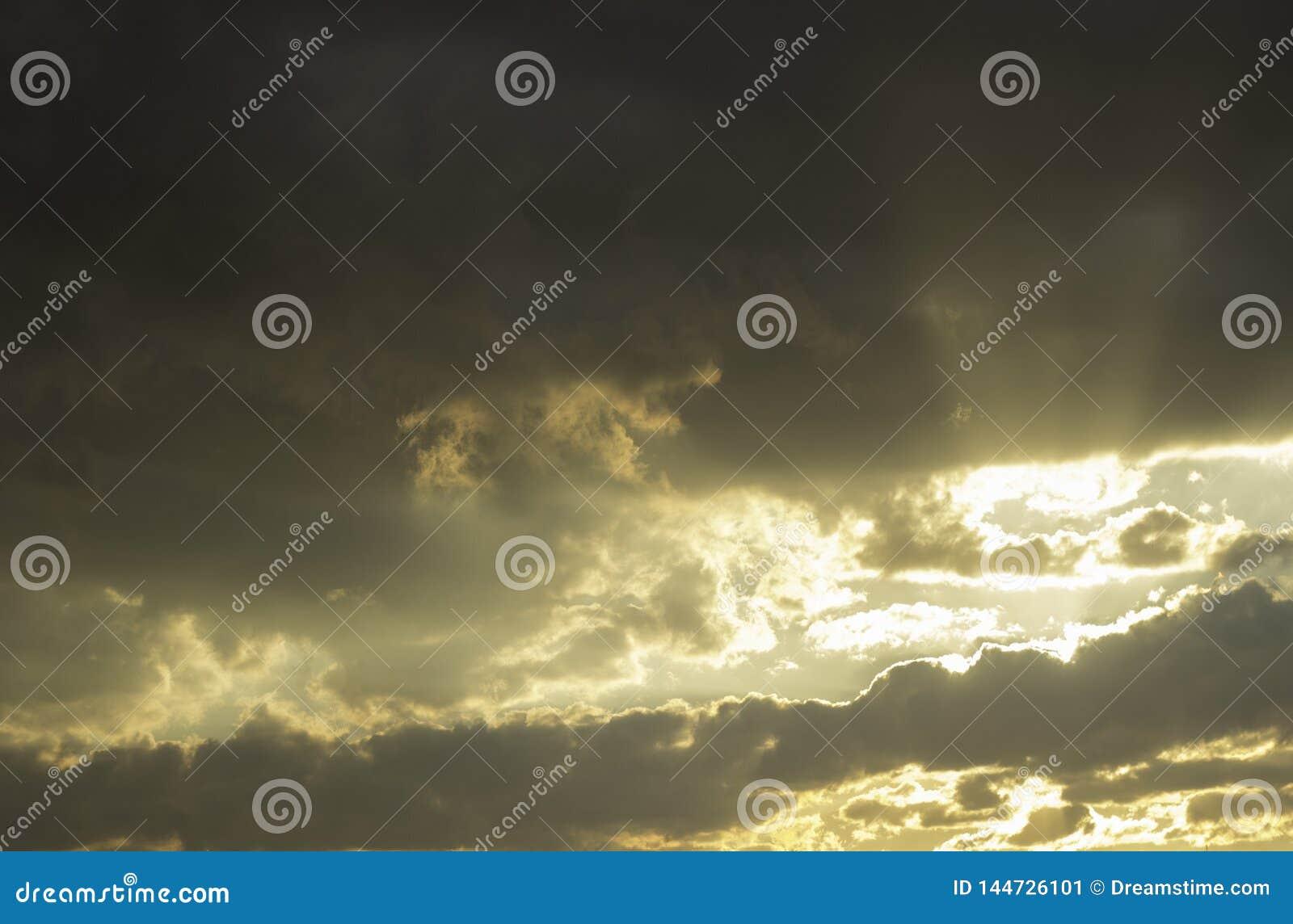 Rayons du coucher de soleil