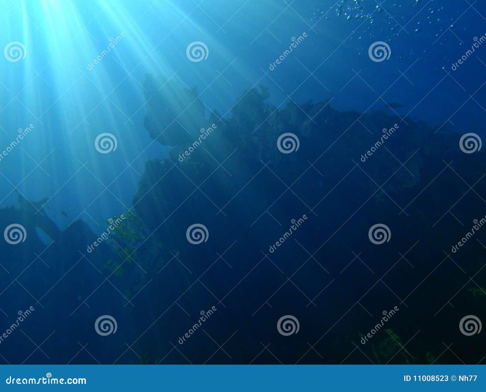 Rayons sous-marins du soleil