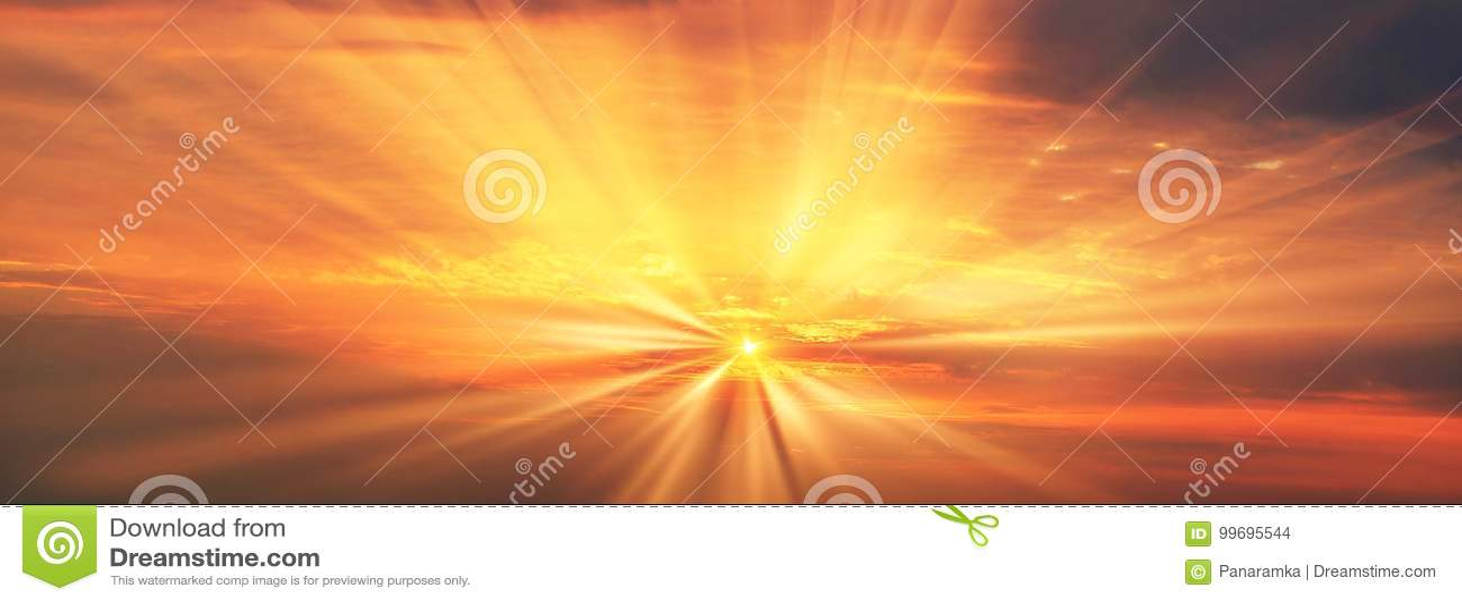 Rayos del amanecer de la salida del sol