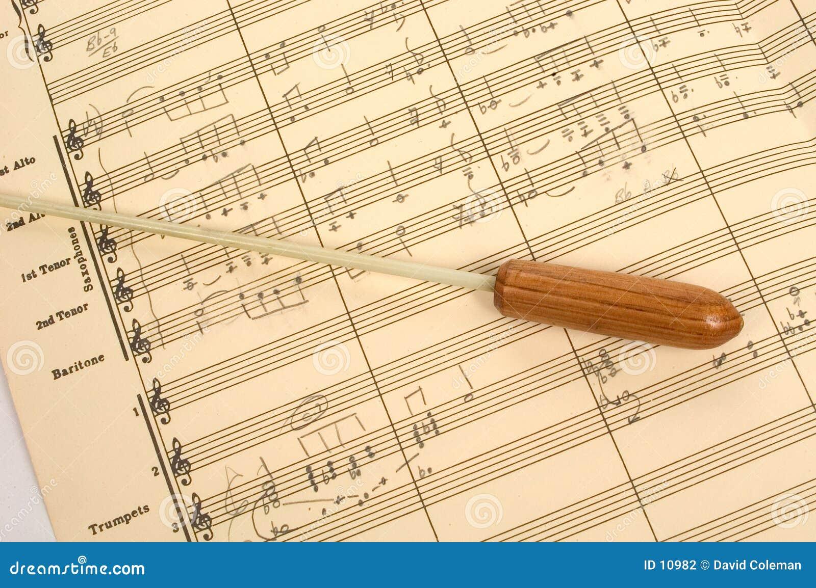 Rayure musicale avec le bâton du conducteur