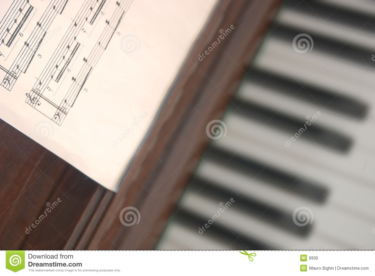 Rayure musicale et piano