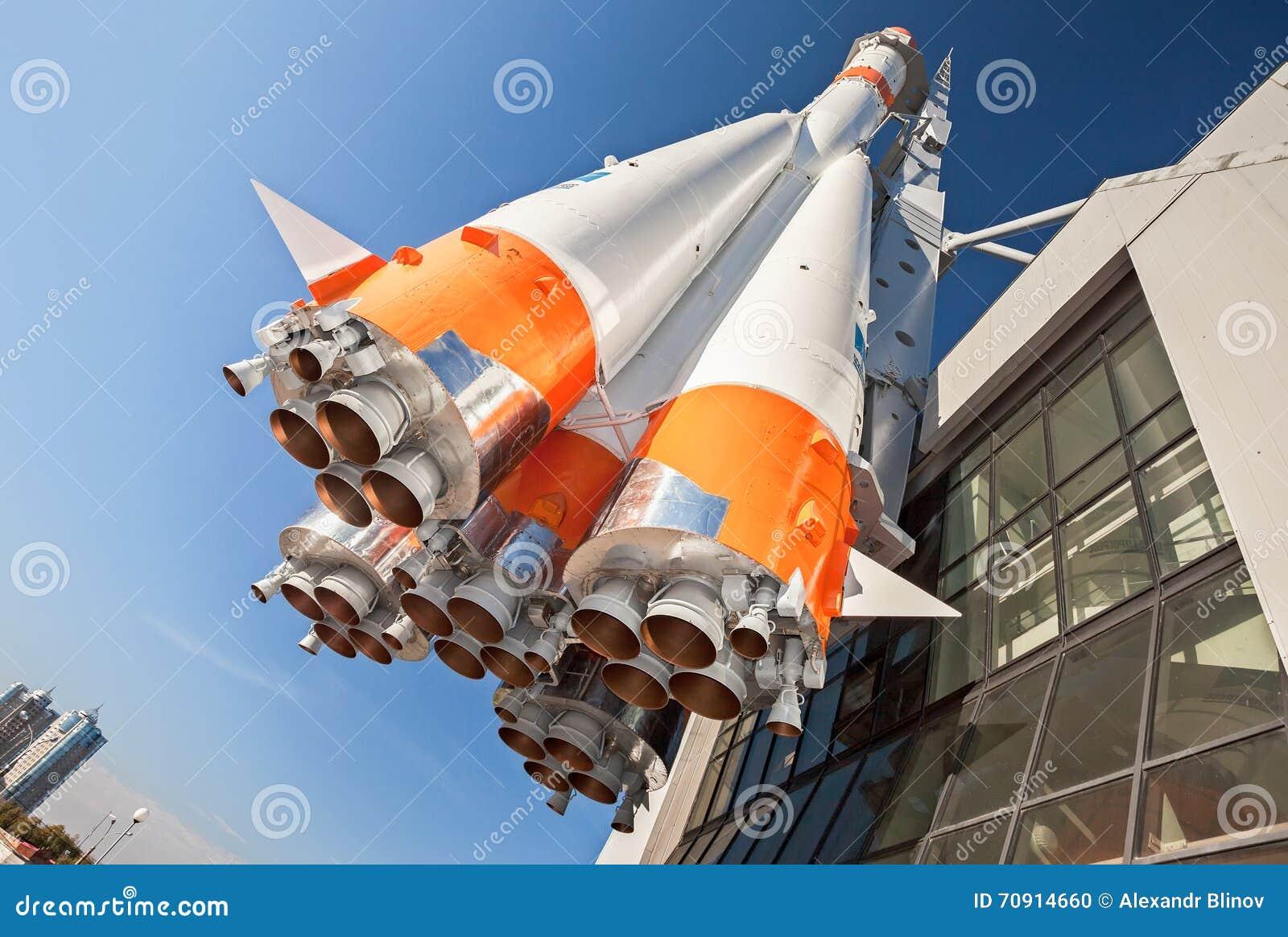 Razzo russo dei trasporti spaziali con i razzi immagine - Immagini stampabili a razzo ...