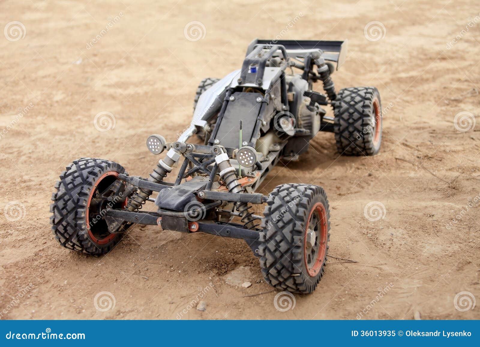 RC met fouten in de woestijn
