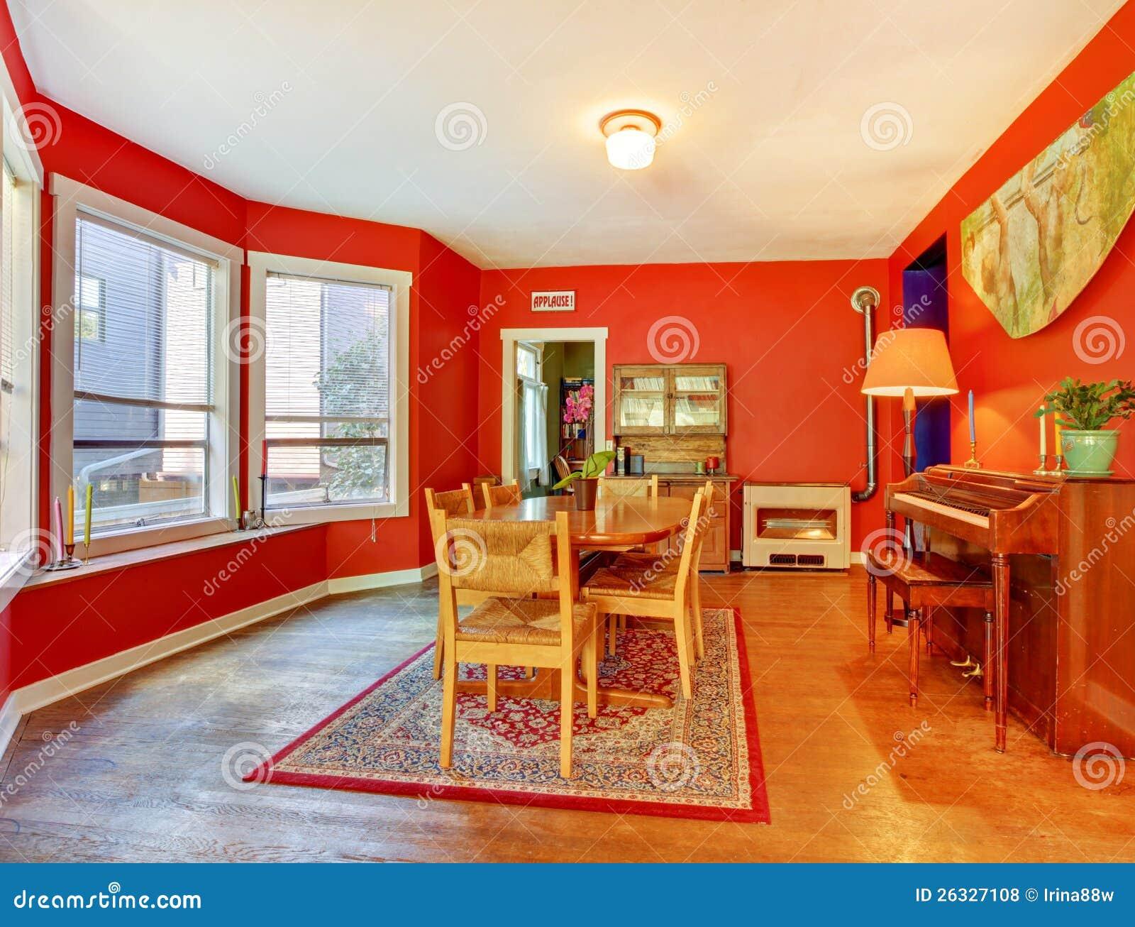 Röd matsal med ädelträgolvet royaltyfria foton   bild: 26327108