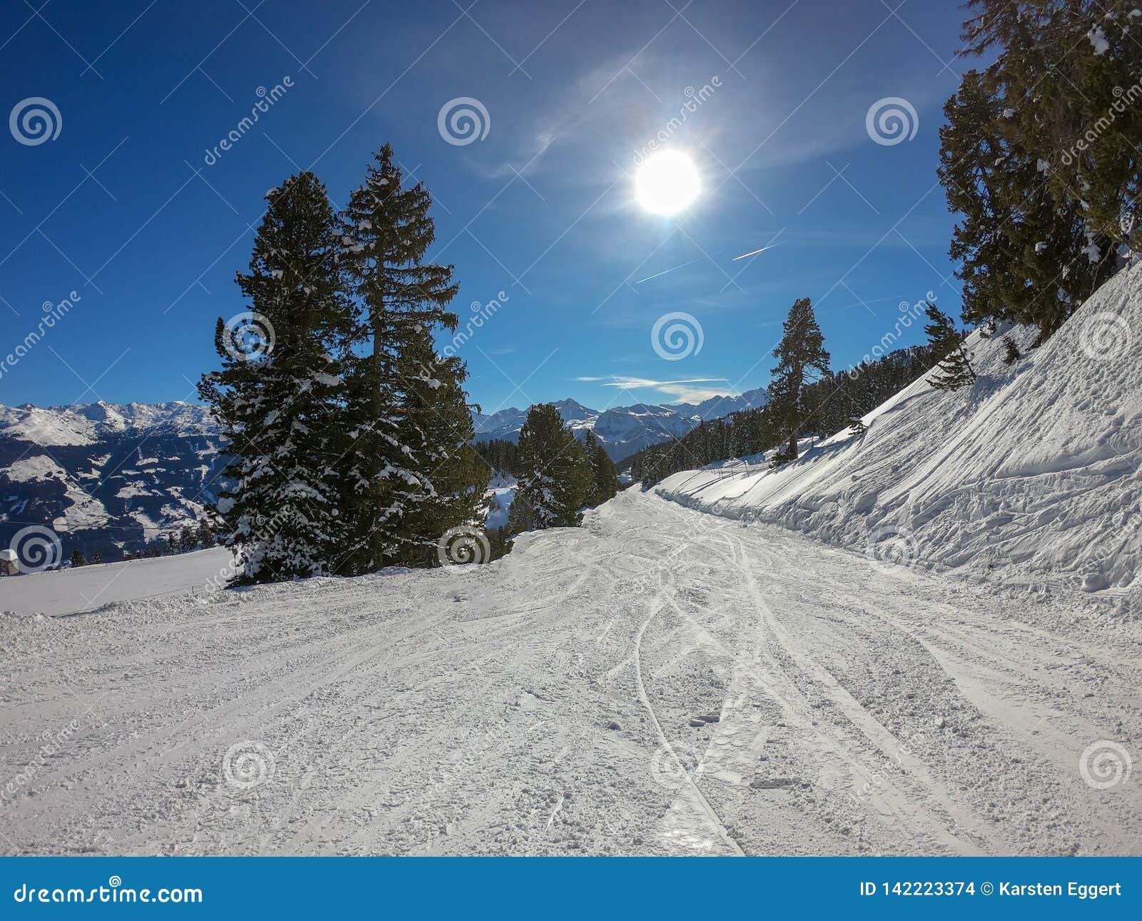 ?rea do esqui com tempo fant?stico