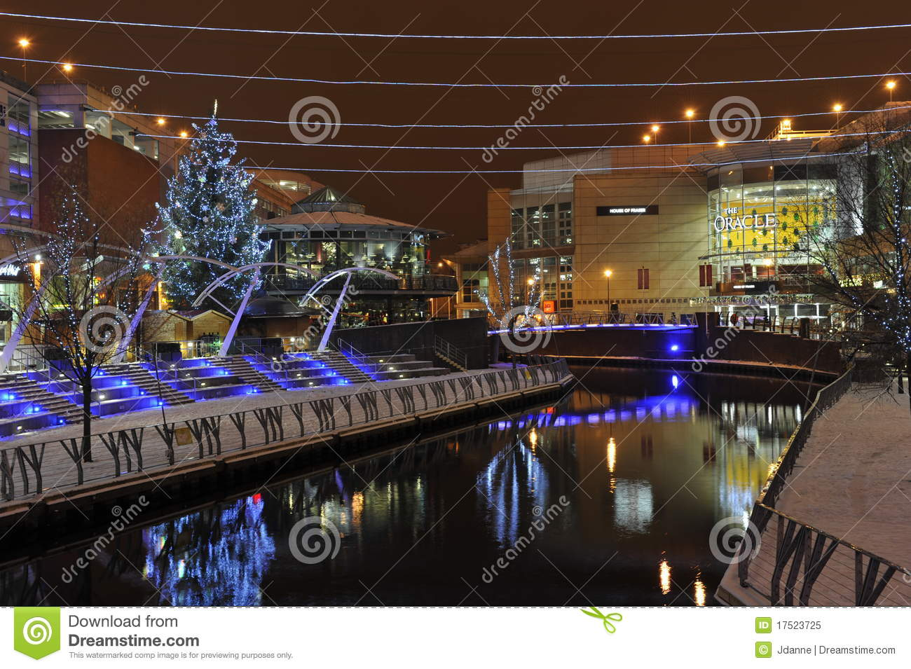 Towns that have great christmas decorations read - Christmas City Decoration England Night Reading
