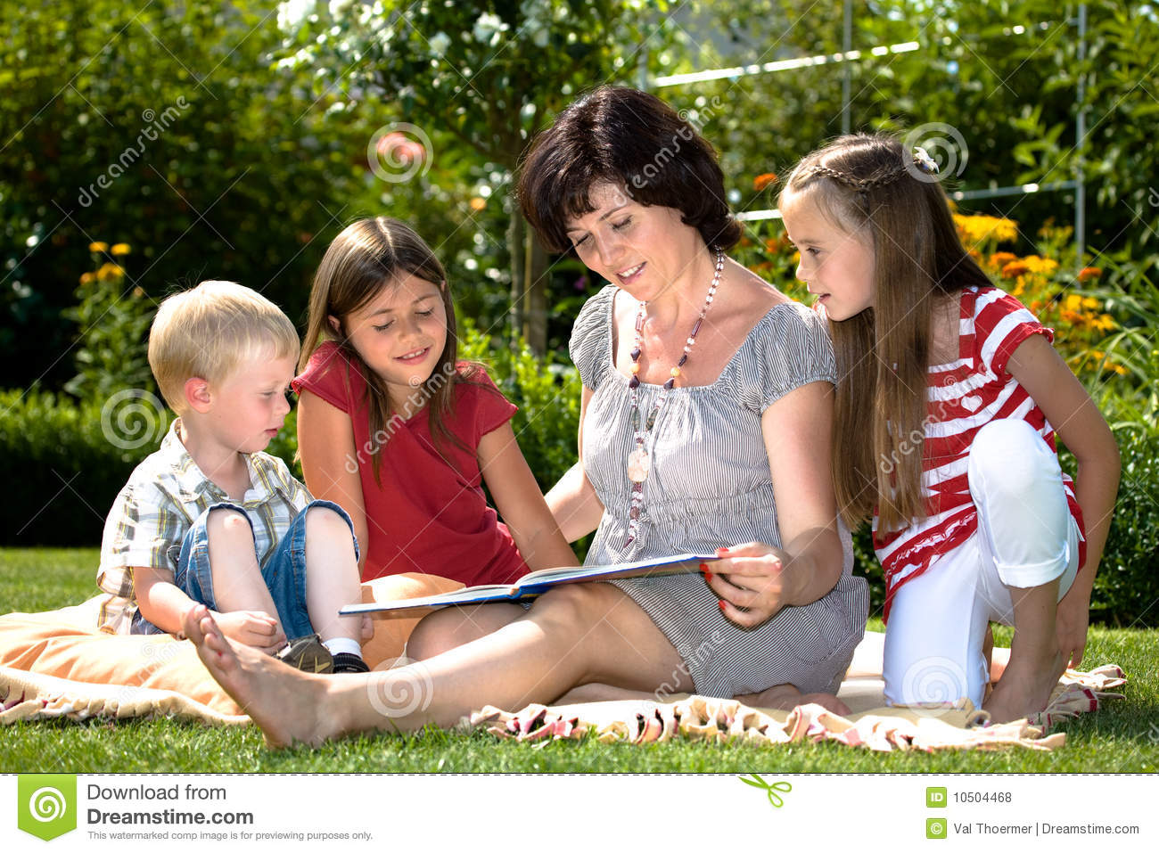 Reading In Garden Royalty Free Stock Photos Image 10504468
