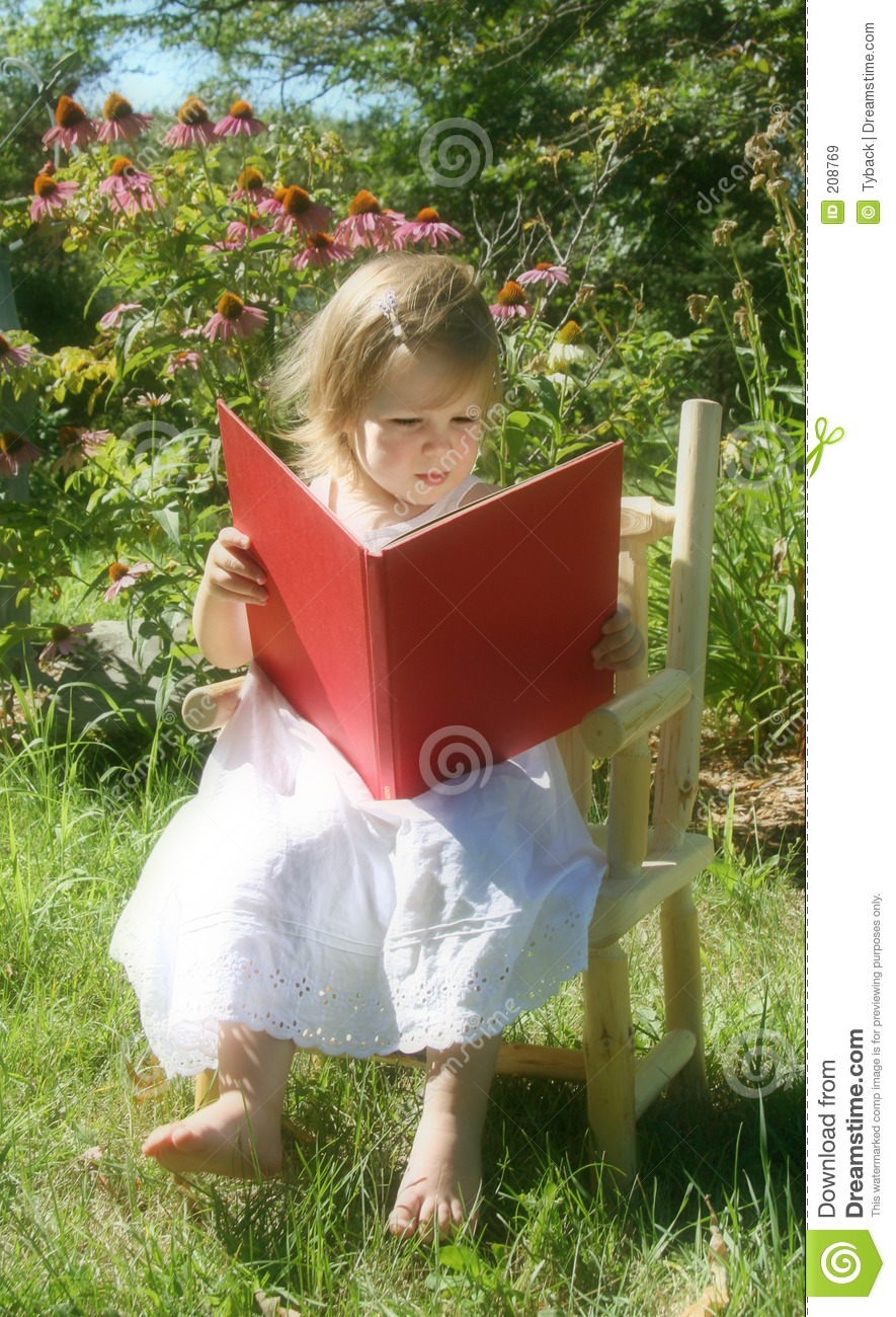 Reading In The Garden Royalty Free Stock Images Image