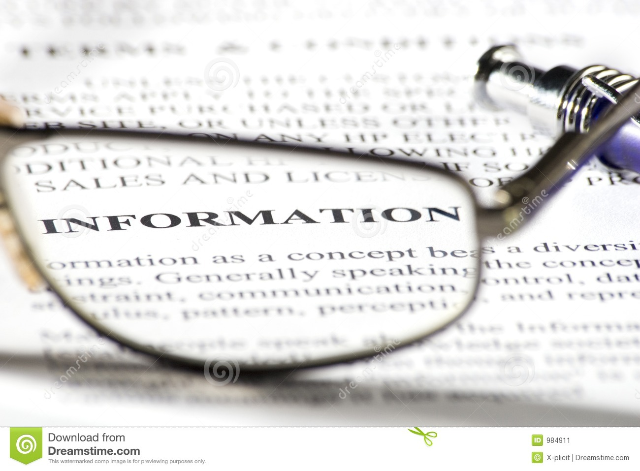Reading glasses and word information in focus