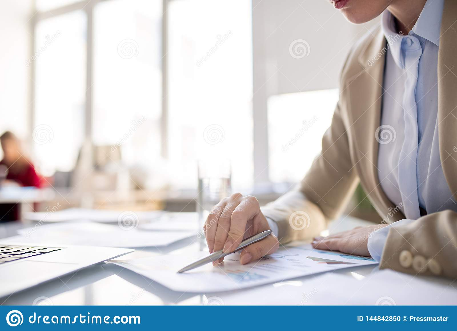 Reading report information in office