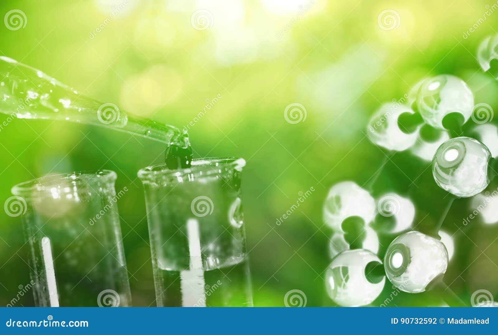 Reageerbuis en daling van water met wetenschaps chemische structuur op g