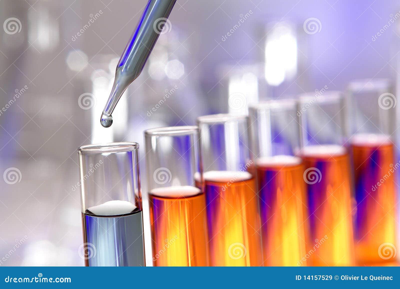 Reageerbuizen in het Laboratorium van het Onderzoek van de Wetenschap