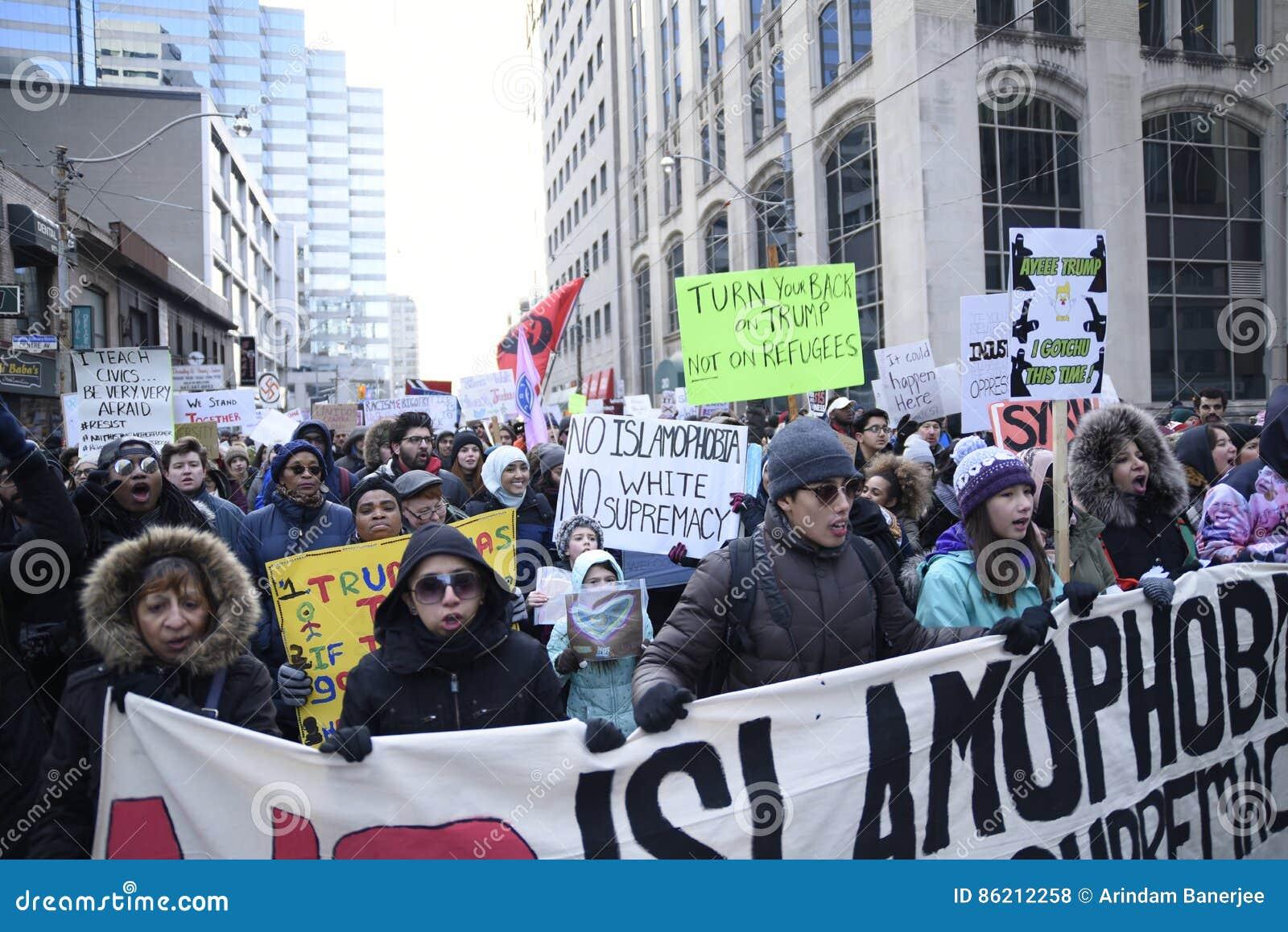 Reagrupe contra a proibição muçulmana do ` s de Donald Trump em Toronto