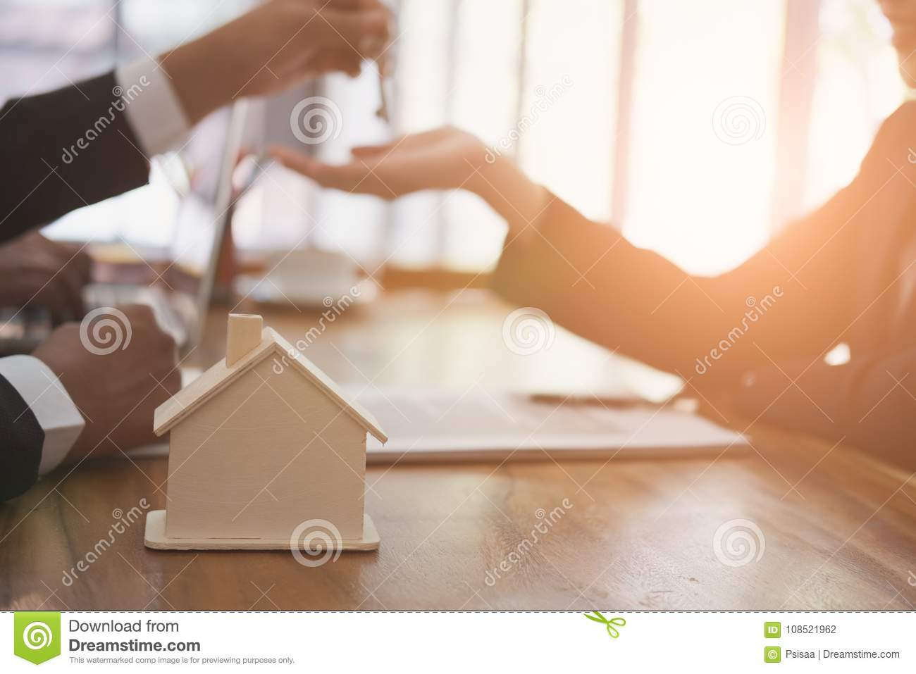 Real estate agent have a meeting with customer. sale & purchase