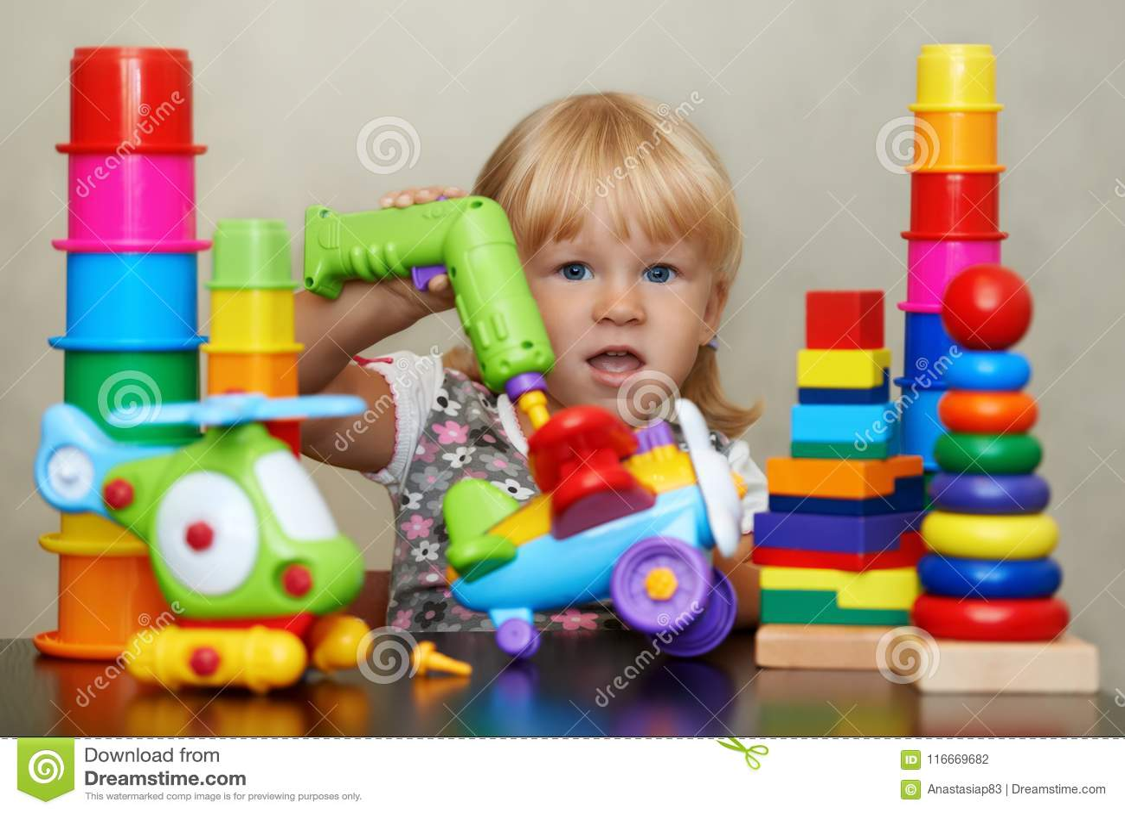 Realidade despercebida do mundo colorido mágico dos brinquedos