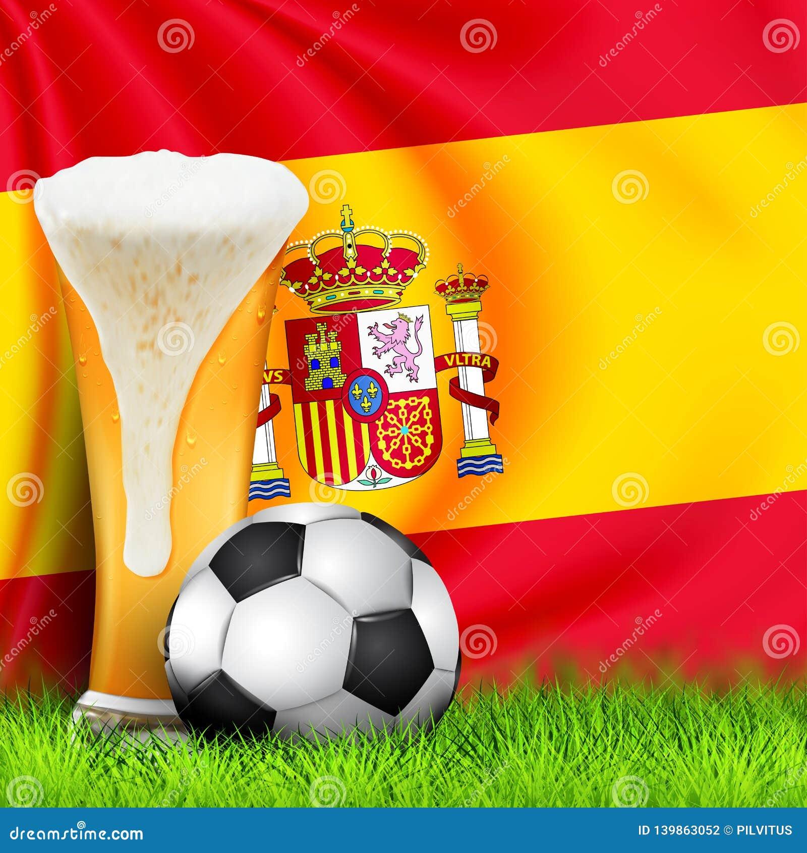 Realistyczna 3d piłki nożnej piłka i szkło piwo na trawie z krajową falowanie flagą HISZPANIA Projekt elegancki tło dla