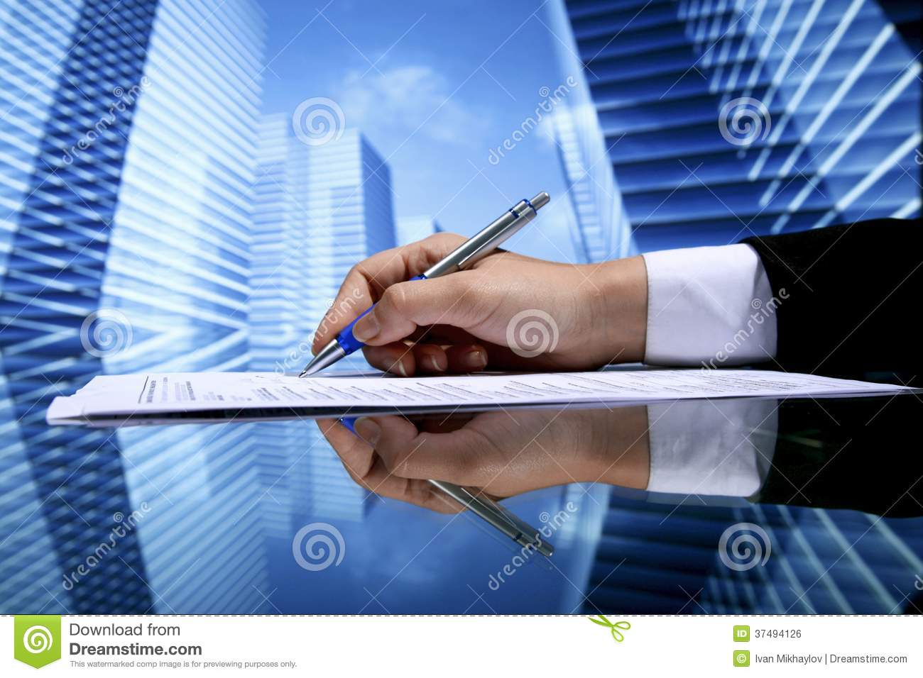 Realtor signing contract