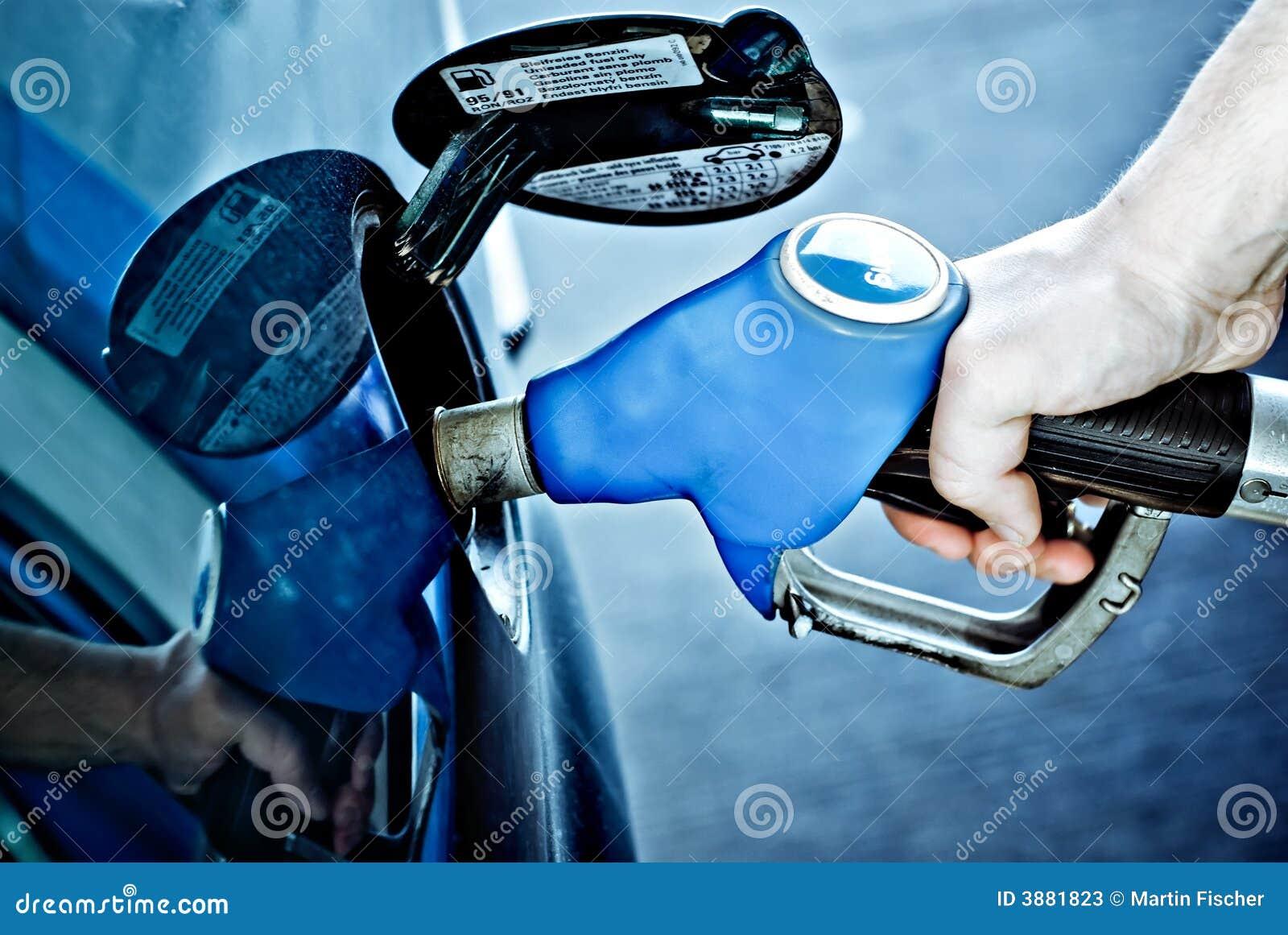 Reaprovisionamiento de un coche de combustible