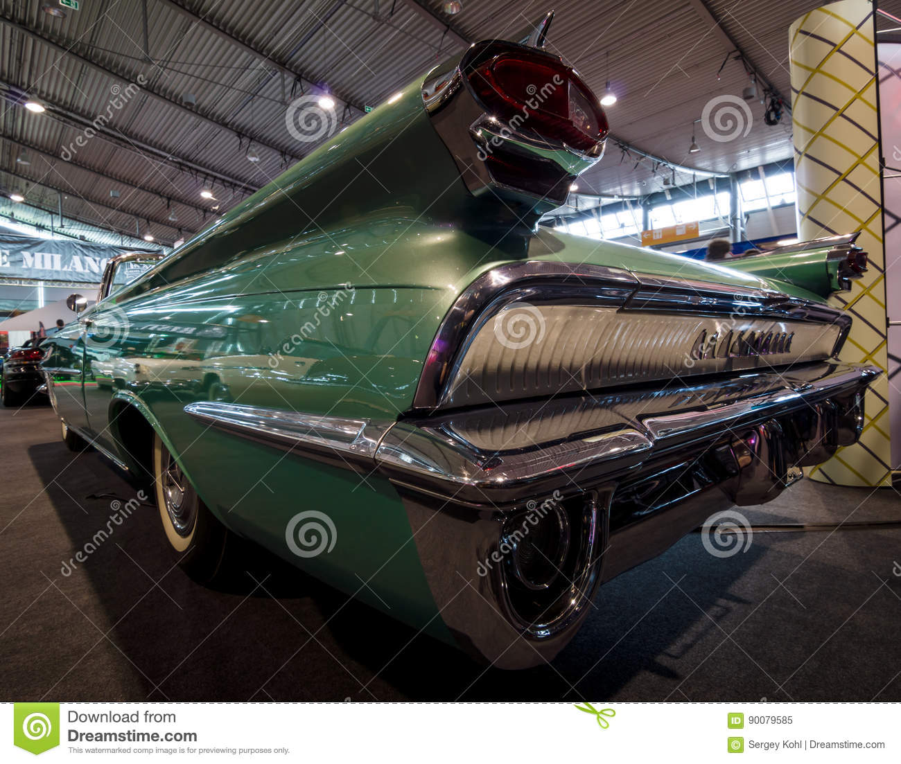 View Full Size: Rear View Of A Full-size Car Oldsmobile Super 88