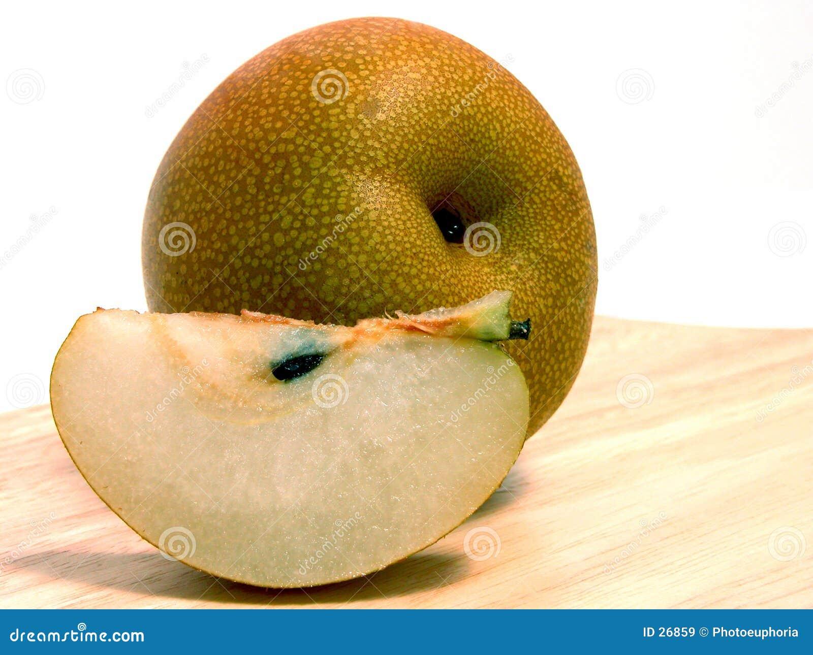 Rebanada de la pera y entero asiáticos