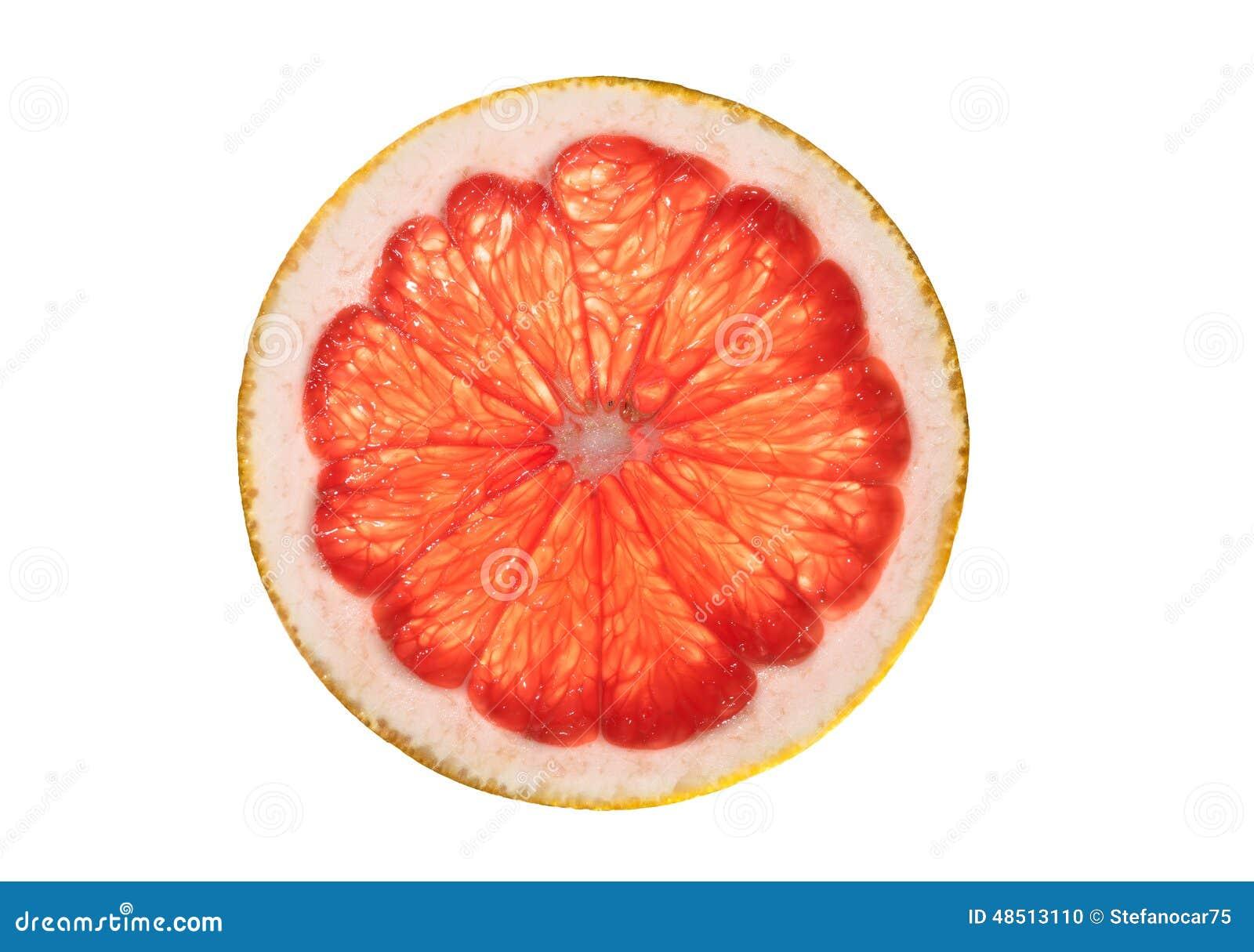 Rebanada del pomelo rosado aislada en el fondo blanco