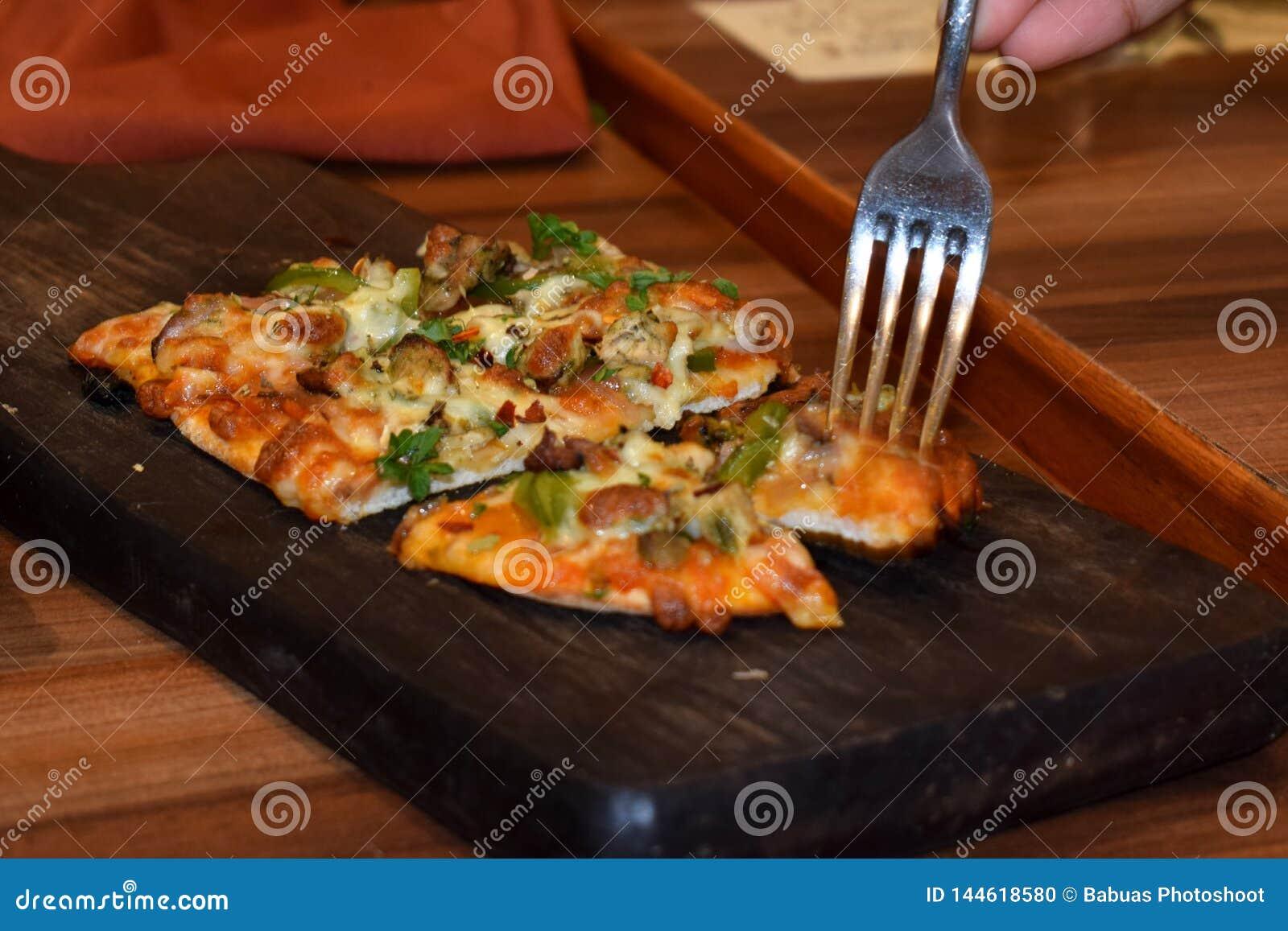 Rebanadas deliciosas y mouthwatering de la pizza