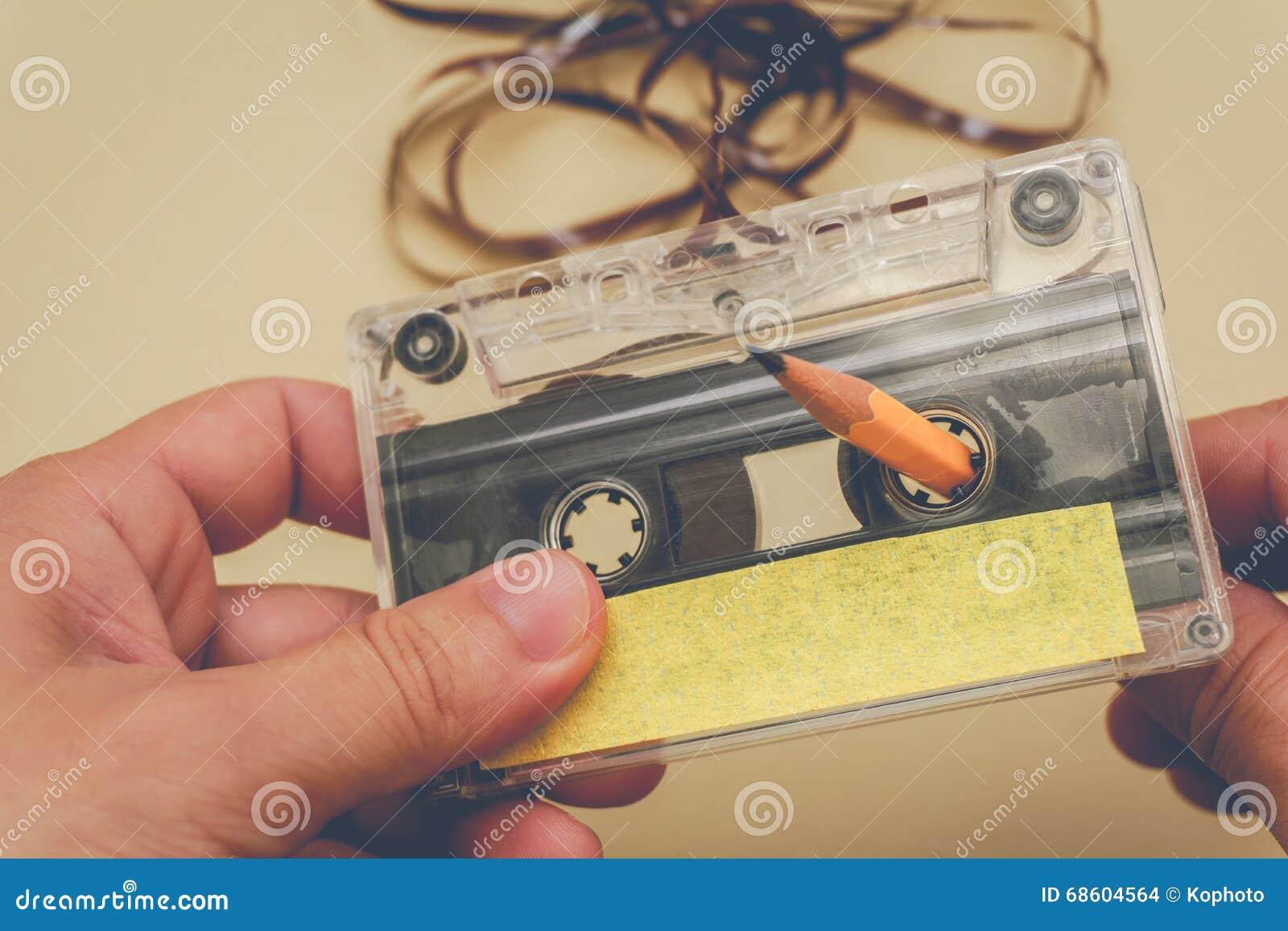 Rebobinage d homme un enregistreur à cassettes