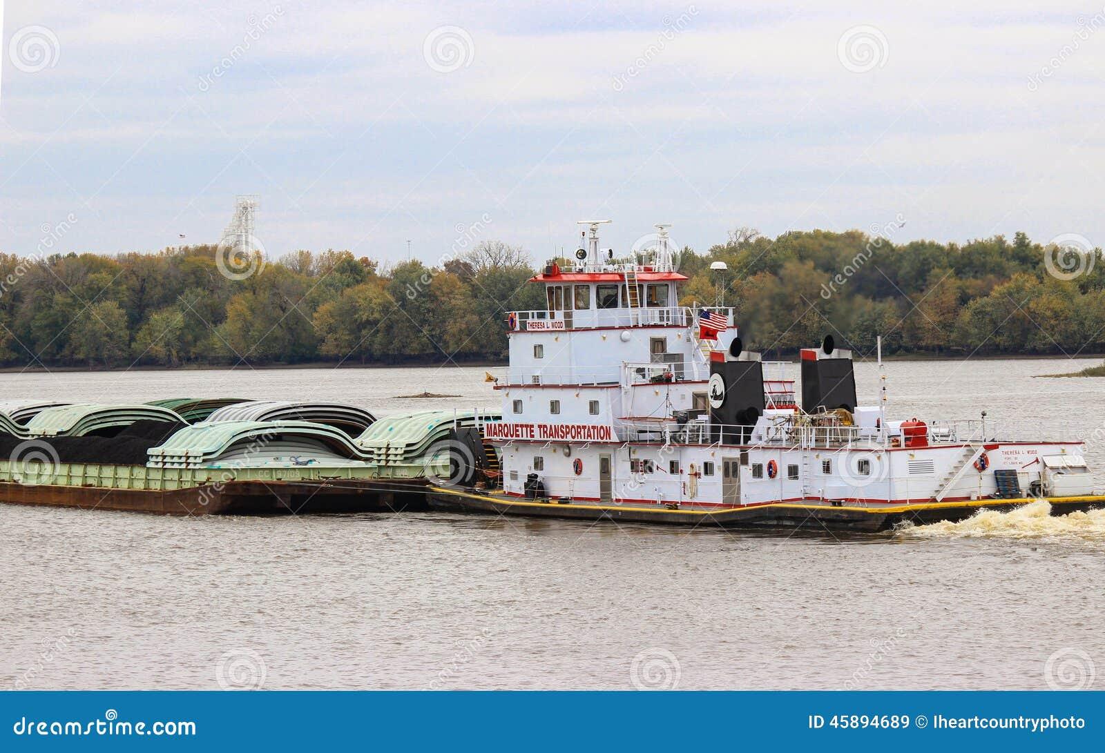 Rebocador e barca