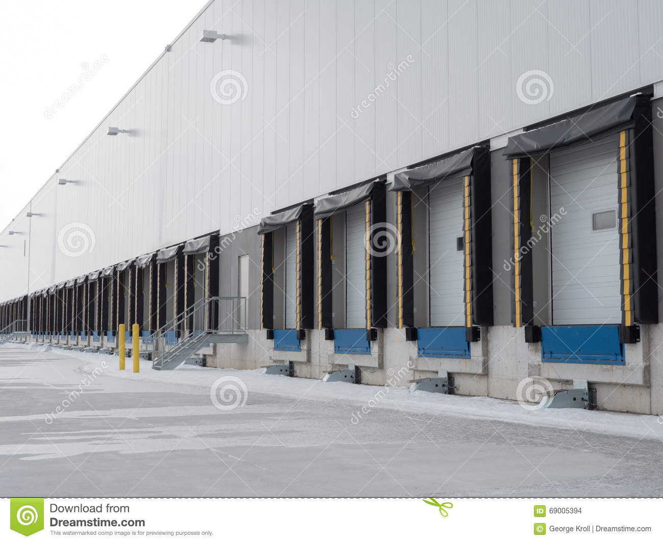 Royalty-Free Stock Photo & Receiving dock Doors stock photo. Image of delivery factory ... pezcame.com