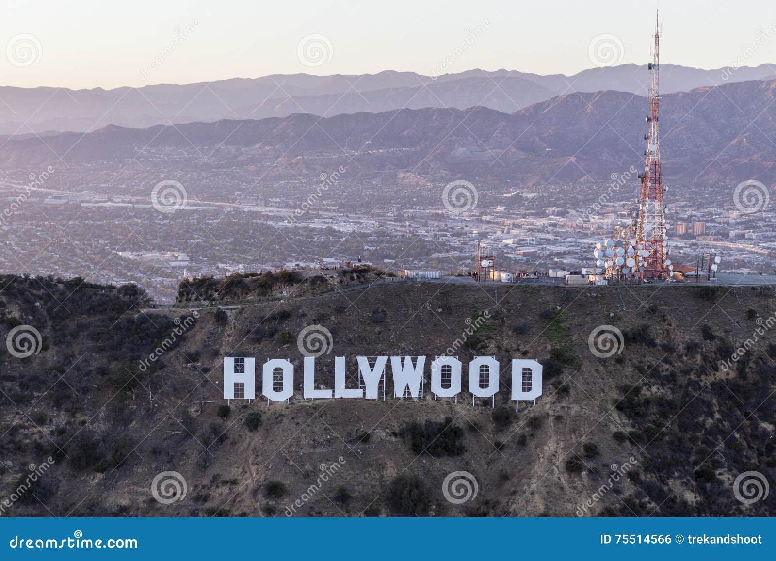 Recente Middagantenne van het Hollywood-Teken en San Fernando Val