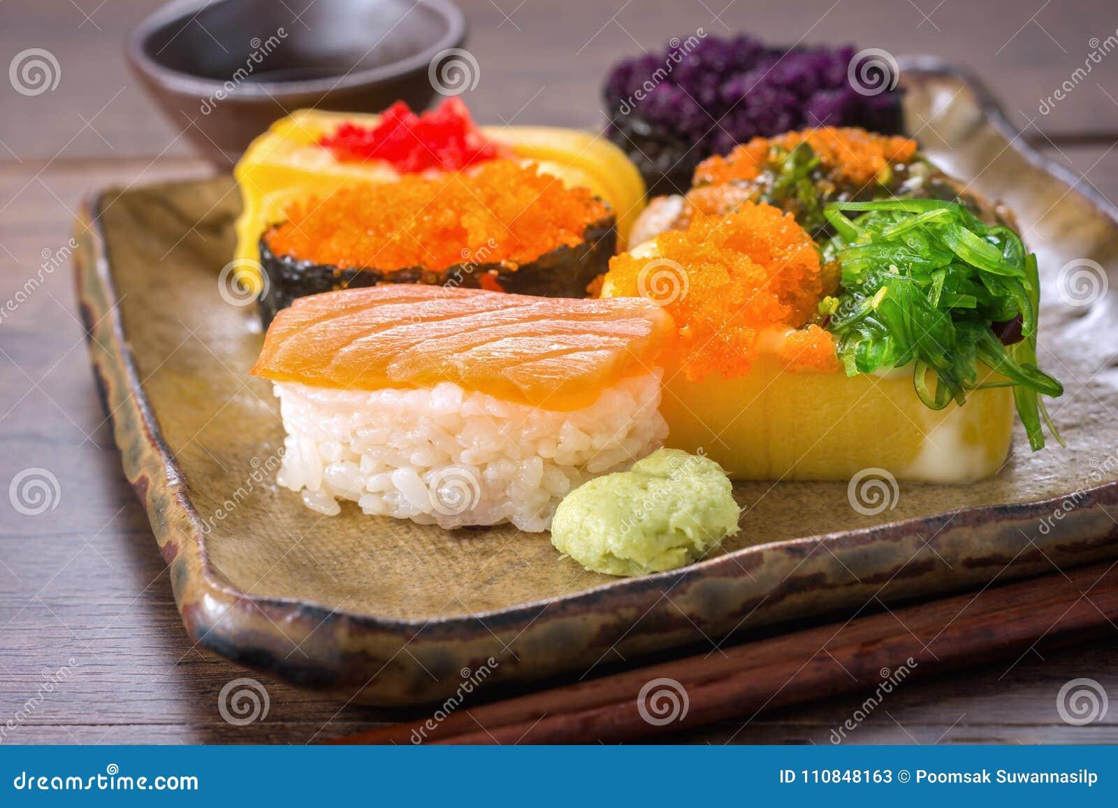 Receta Del Japonés Del Sushi Imagen De Archivo Imagen De
