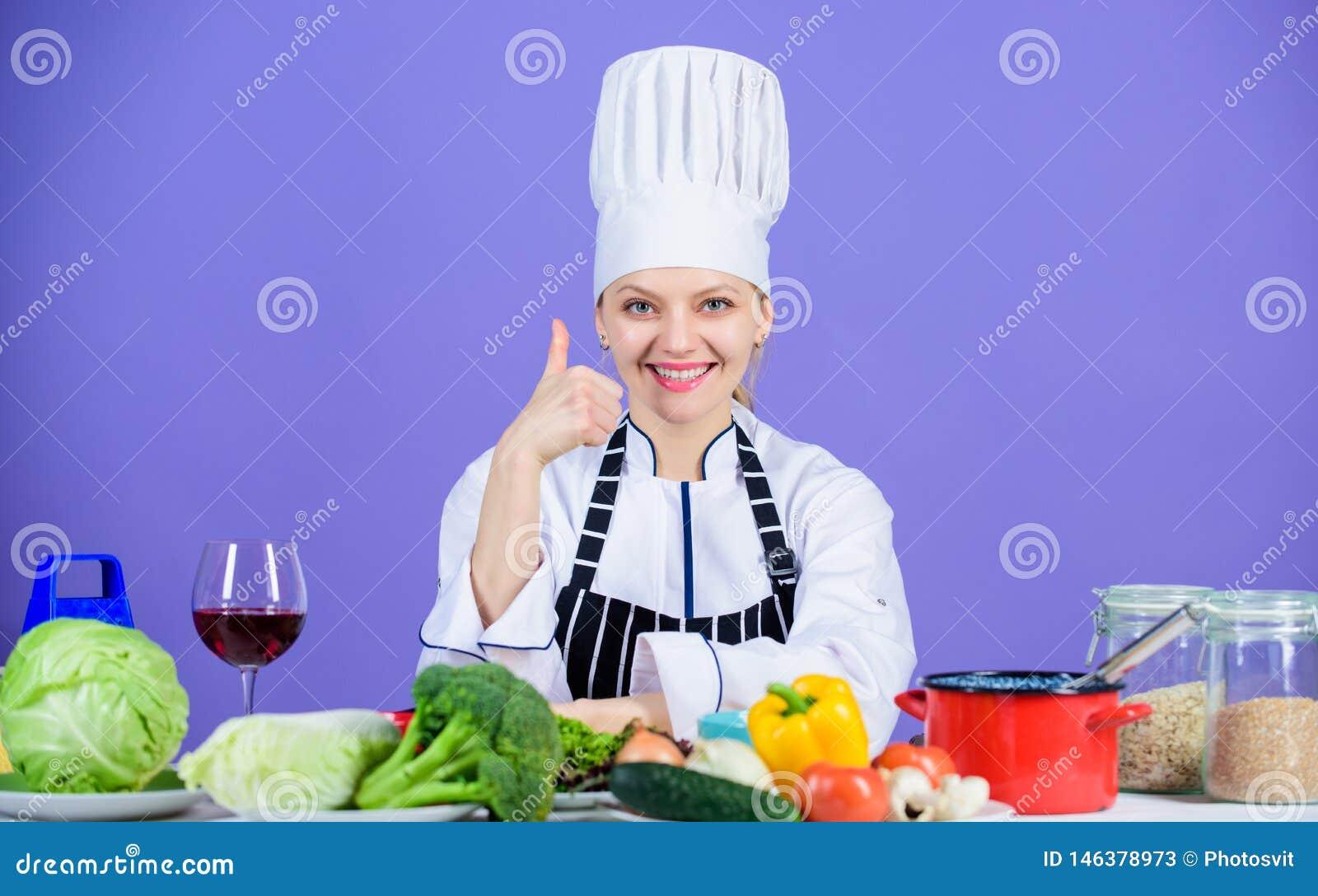 Receta perfecta Ingredientes de la vuelta en comida deliciosa Habilidades culinarias Delantal del sombrero del desgaste del cocin