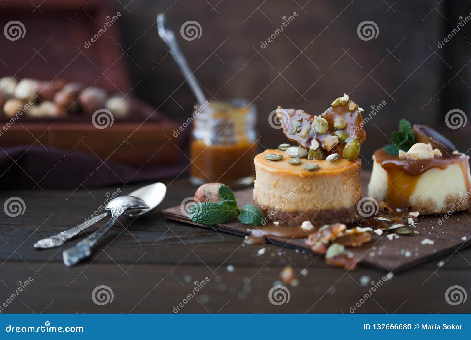 Receta tradicional de la torta del invierno del pastel de queso de la Navidad Rebanada del pastel de queso
