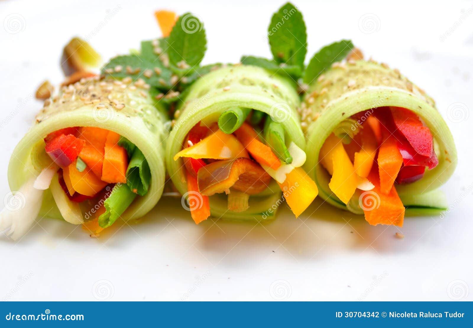 recette crue de nourriture avec le concombre le poivre l 39 oignon et la carotte photo stock. Black Bedroom Furniture Sets. Home Design Ideas