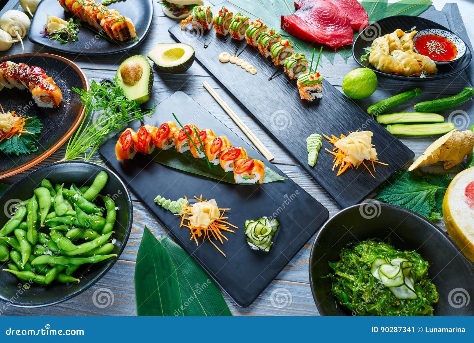 Recettes diverses de sushi du Japon d Asiatique avec des algues