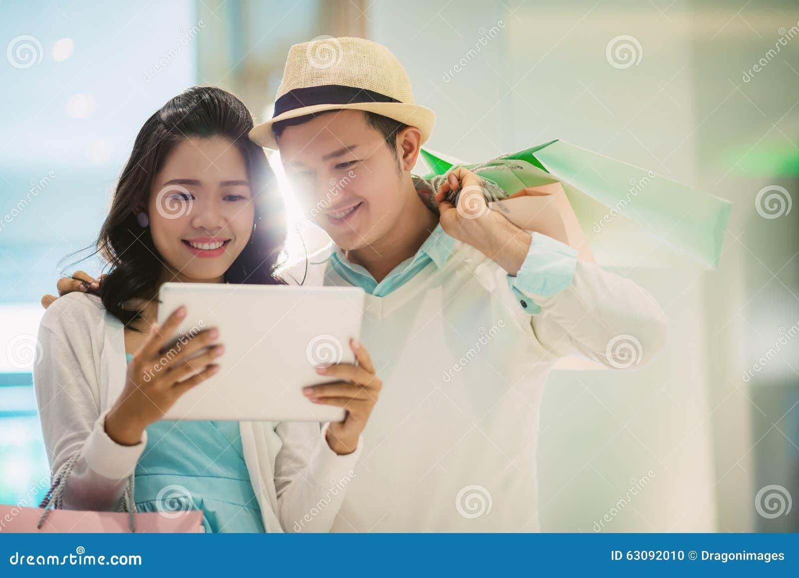 Download Recherche des ventes photo stock. Image du girlfriend - 63092010