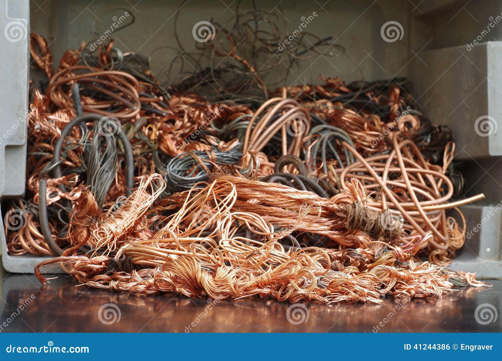 Reciclaje de los alambres de cobre foto de archivo - Alambre de cobre ...