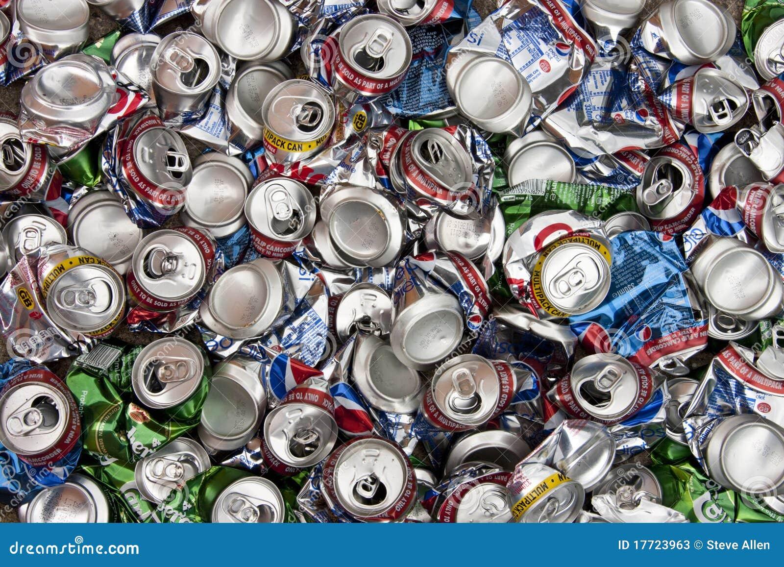 Reciclaje el aluminio bebe las latas foto de archivo for Materiales para toldos de aluminio