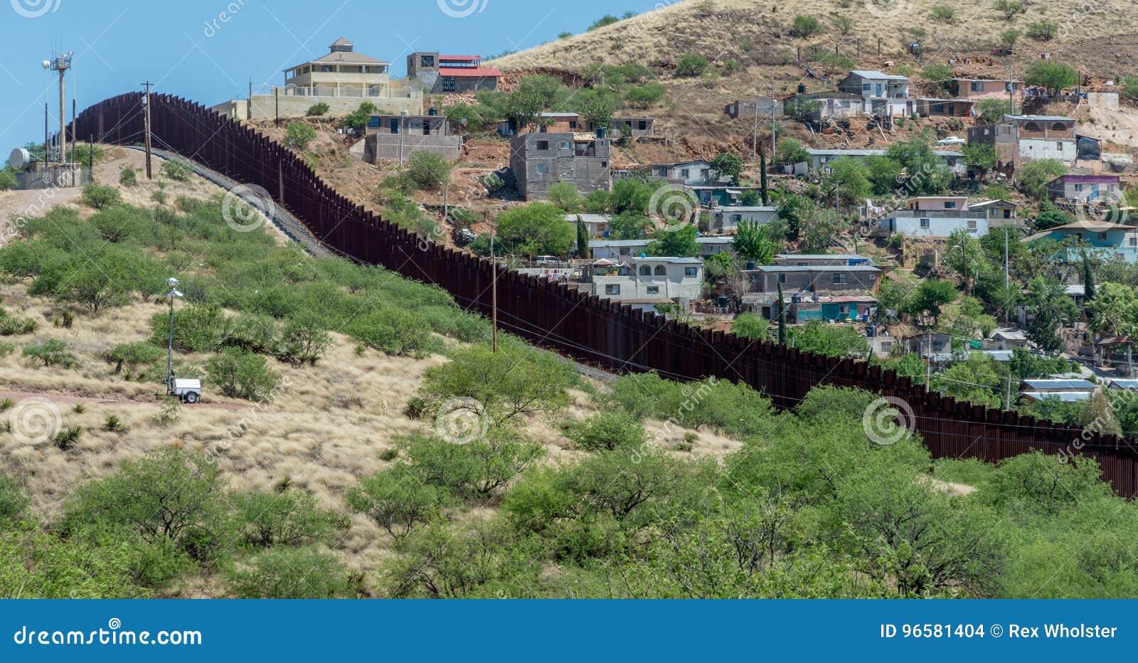 Recinto del confine che separa gli Stati Uniti ed il Messico